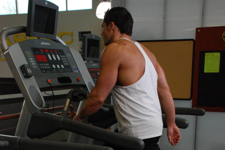 Derfor bør du gå mer når du trener med tunge vekter